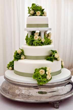 decorate wedding cake fresh flowers